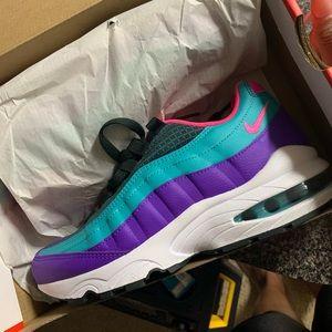 Nike Shoes - Hot Item‼️🔥🔥🔥🔥🌈🌈 NEVER WORN